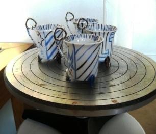 4 tasses sur tournette