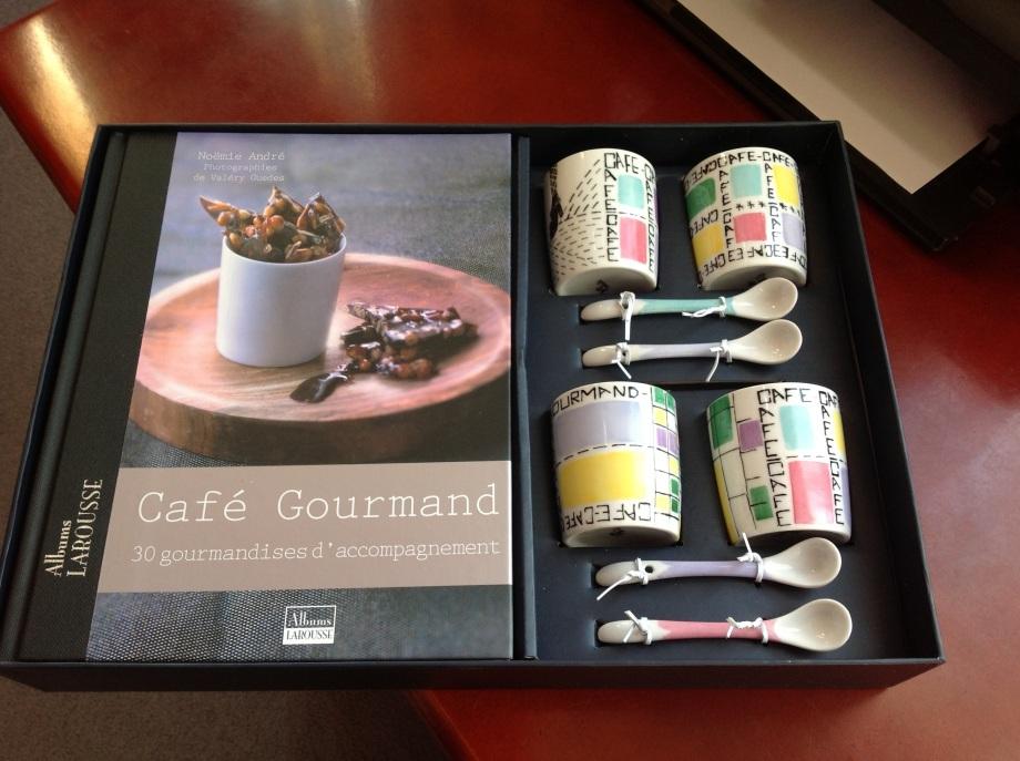 Coffret tasses sans anses, cuillères, livre recettes
