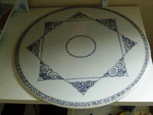 plaque ronde Or et frises bleu de chine