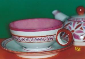théière sur tasse sur sous-tasse, version marocaine
