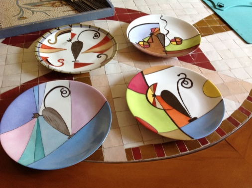 Grande assiettes sur une très belle porcelaine, collection AMAYA